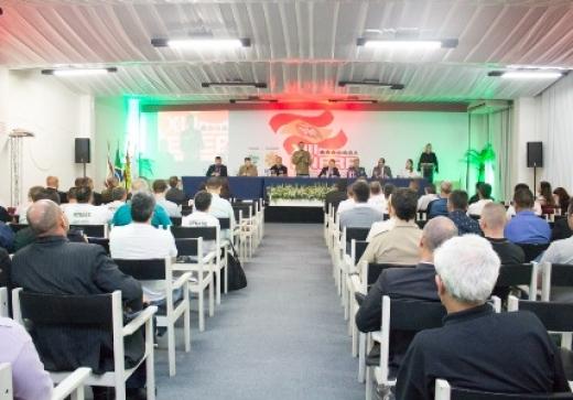 Representantes de policiais e bombeiros debatem mudanças na segurança pública na abertura do 13º Enerp em Florianópolis