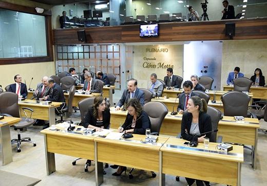 Assembleia aprova projeto que regulamenta gratificação de segurança a Policiais Militares