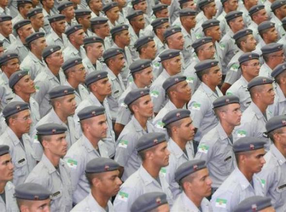 Emenda iguala policiais estaduais a militares em sistema previdenciário