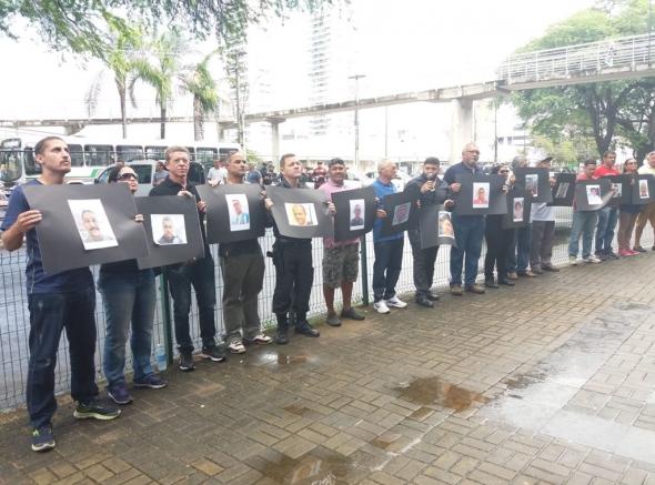 Militares estaduais homenageiam policiais mortos e cobram ação do Estado