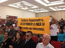 Militares realizam manifesto durante solenidade para cobrar aprovação da Lei de Promoção de Praças