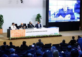 Relator vai propor mudança na Constituição para permitir unificação das polícias civil e militar