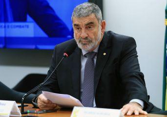 Projeto anula decreto do governo sobre porte de armas de militares aposentados
